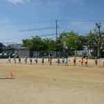 幼稚園も運動場いっぱいに練習しています